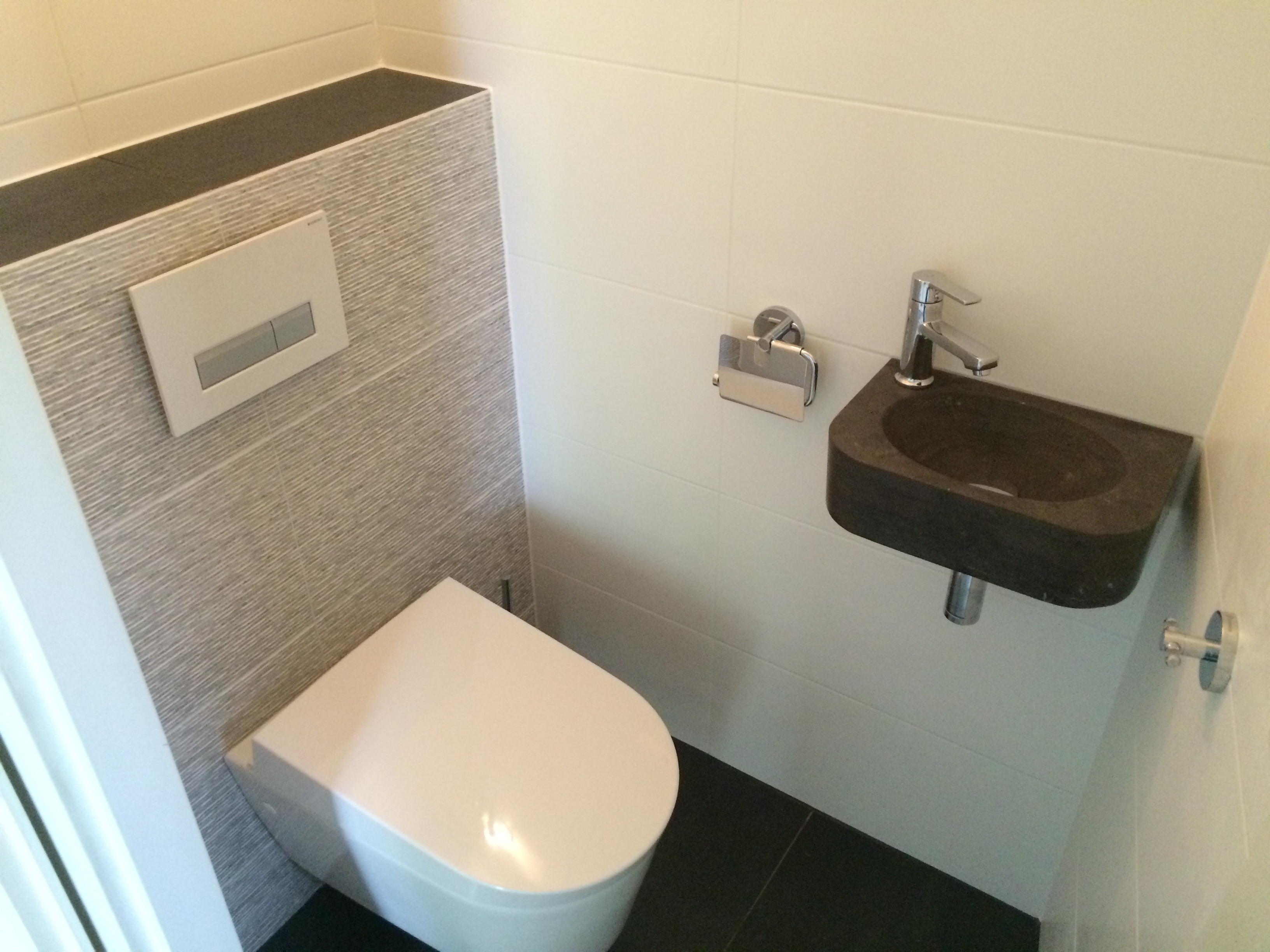 Complete toilet renovatie sanitair tegels en toilet accessoires - Tegels voor wc ...